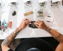 Marihuanové švédske stoly na svadbe? Toto bola najchillovejšia svadba roka!