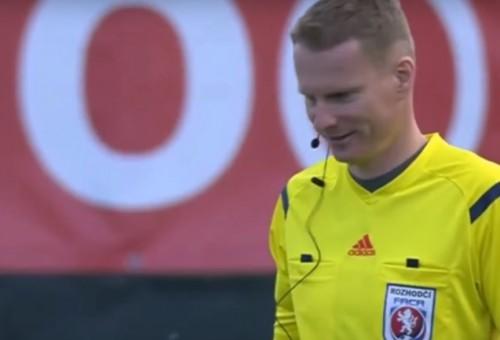 VIDEO: Takto to vyzerá, keď sa v Česku opije rozhodca